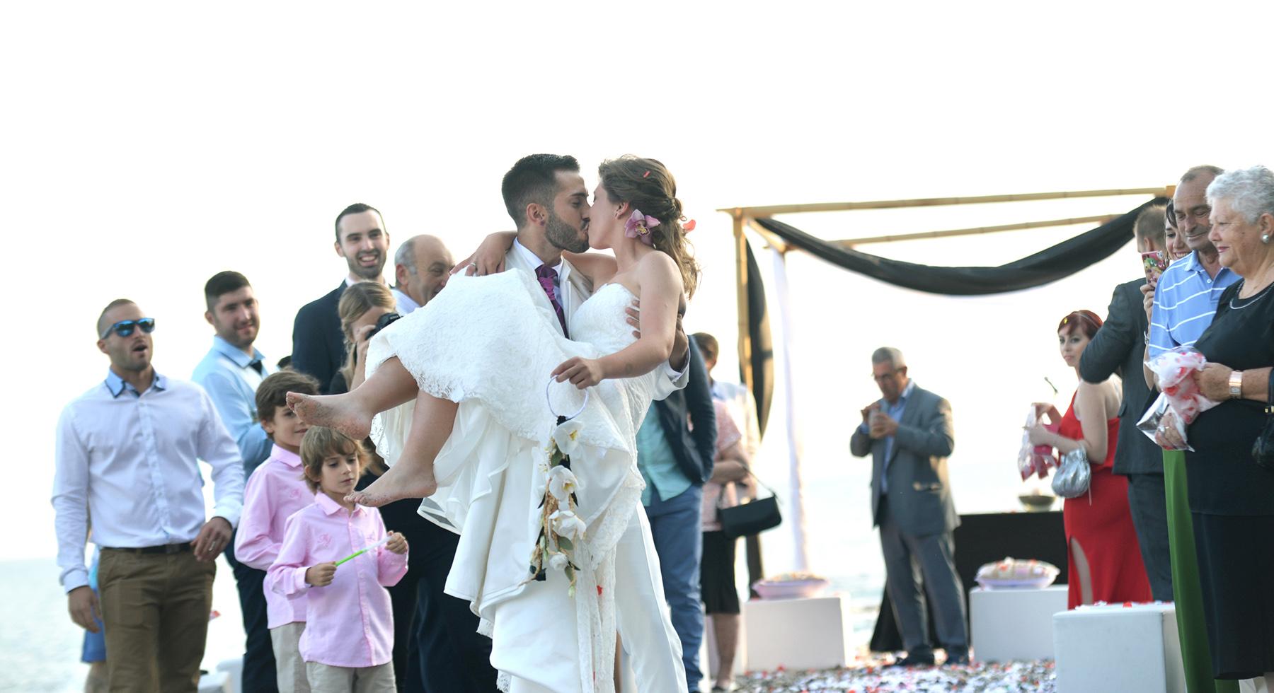 celebración playa benalmadena fotografia de boda